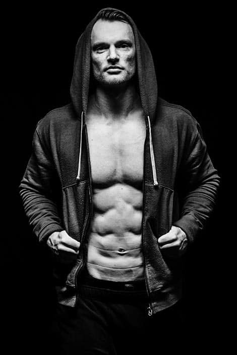 Bodybuilder Foto im Gangster Look
